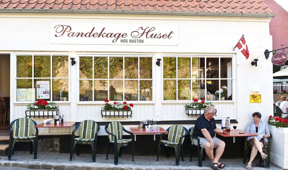 ISHUS: Svaneke Is er et populært stoppested i landsbyen ved samme navn.