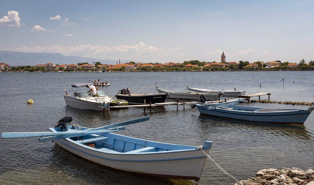 TSJEKKISK ÅPNING? Den kroatiske kysten, som er i Nin, er et populært feriemål for turister og en viktig inntektskilde for landet. Nå jobbes det med å finne trygge løsninger for den kommende feriesesongen. (Foto: Bjørn Moholdt)