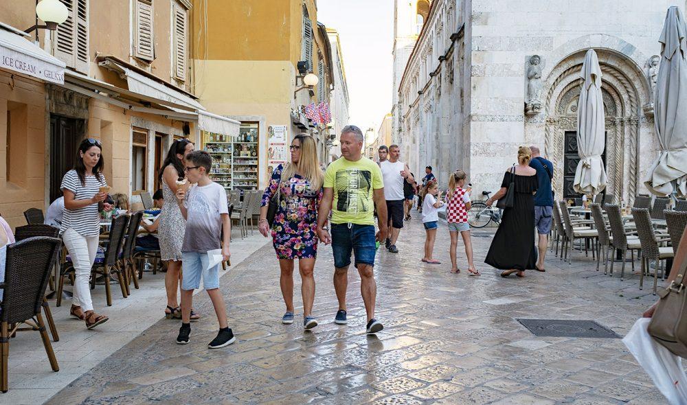 BYVANDRING: Noe av det hyggeligste du kan gjøre i Zadar er å vandre rundt i gamlebyen