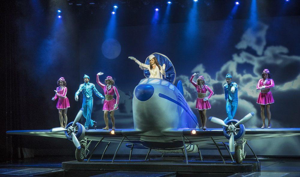 IMPONERENDE: Noen av showene ombord på Oasis of the Seas holder imponerende høy kvalitet, ikke minst på rekvisittsiden.