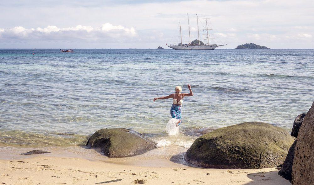 LANDGANG: Star Clipper gjør mange strandhugg underveis i seilasen.