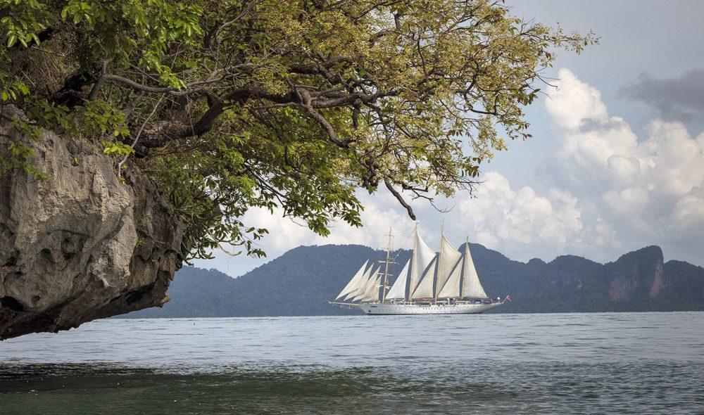 FULLE SEIL: Phang Nga-bukten mellom Phuket og Krabi er et spennende og variert område å seile i.