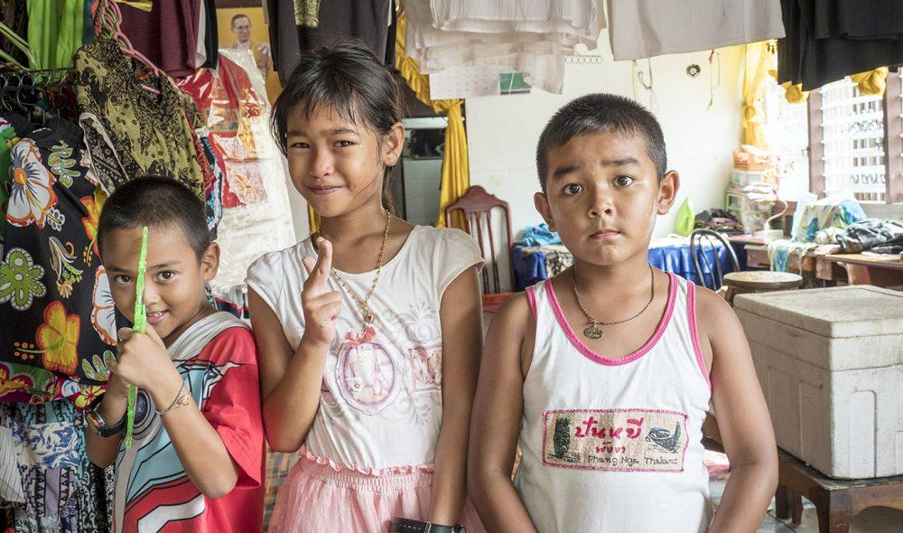 MANGE SMIL: Innbyggerne i Koh Panyi er hyggelige og imøtekommende, og setter stor pris på besøkende.