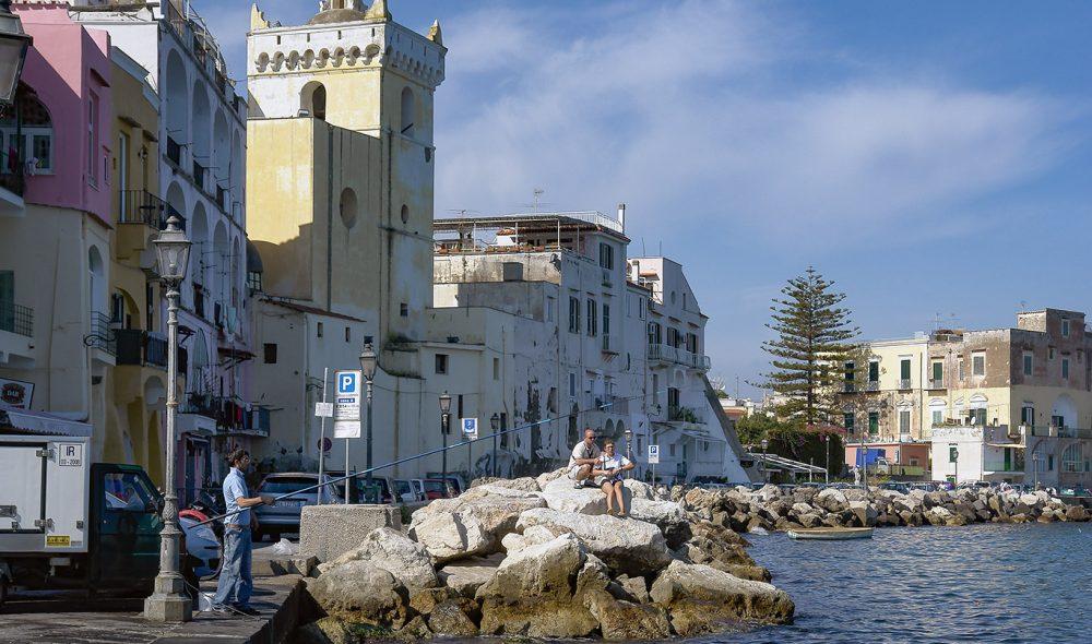 IDYLLISK: Ischia Ponte er Ischias mest ikoniske by.