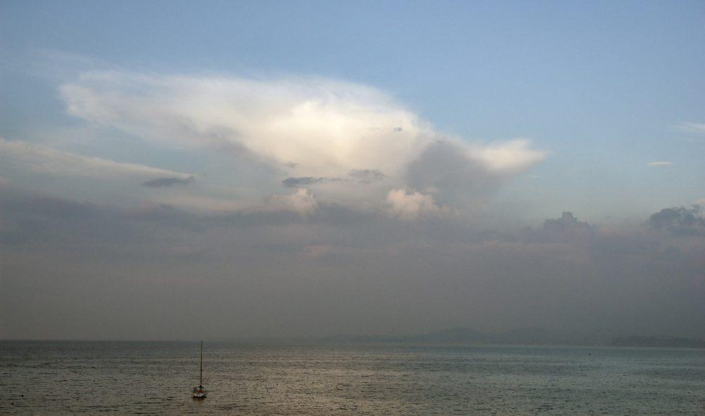 ÅPENT HAV: Tyrrenhavet ligger uendelig utover vest for Ischia.