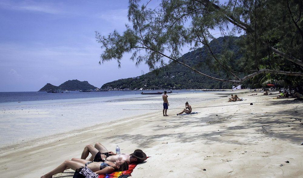 STOR STRAND: Sairee er Koh Taos største og mest populære strand. Den strekker seg langs mesteparten av øyas vestside.