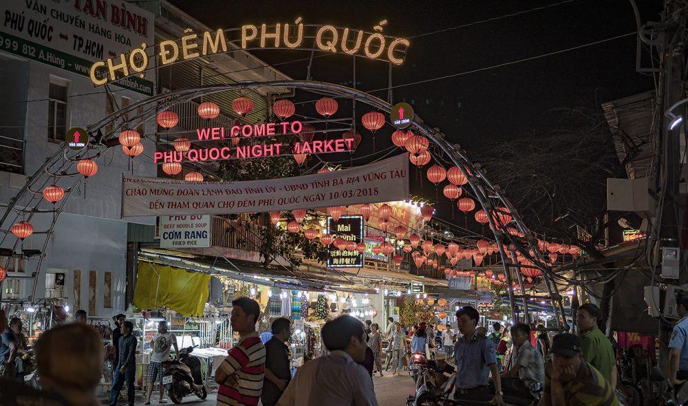 NATTMARKED: I Duong dong er det markedet blitt stadig større.