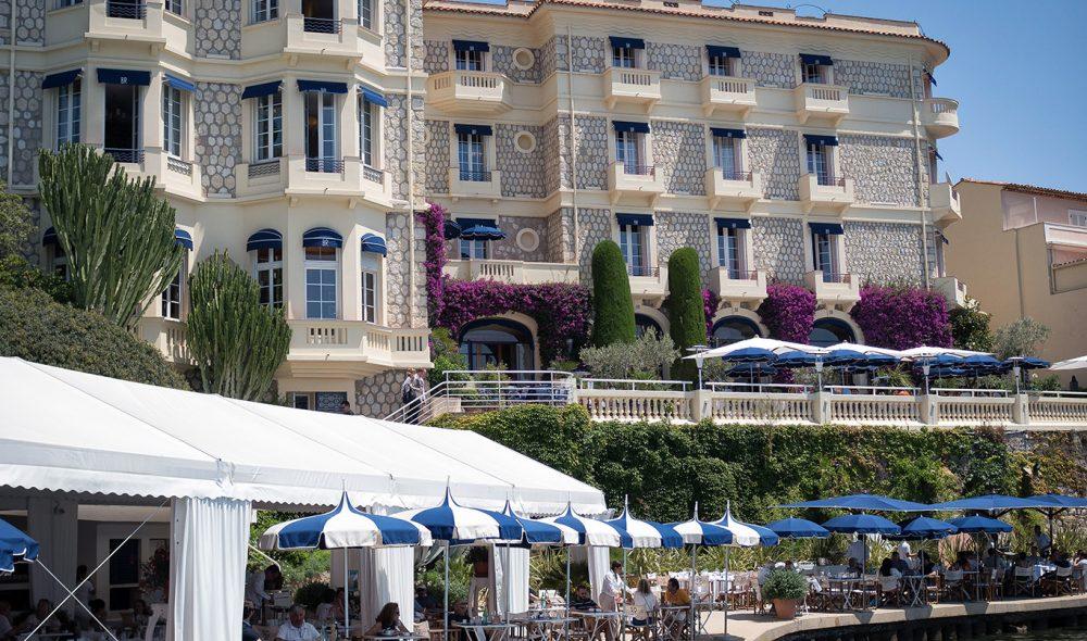 HOTELLKLASSIKER: Belles Rives lever på mange måter opp til bildet mange har av hva Den franske rivieraen handler om.
