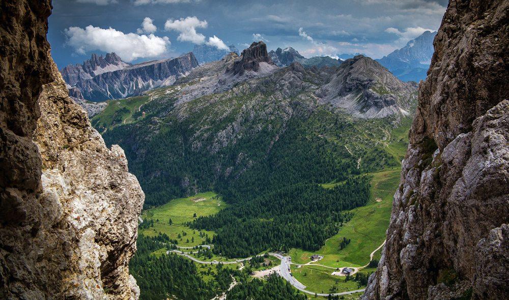 CINQUE TORRE: Fjellformasjonen De fem tårn, et av Dolomittenes mest kjente og karakteristiske fjellformasjoner, sett fra forsvarsverkene fra Første verdenskrig i Lagazuoi-massivet.