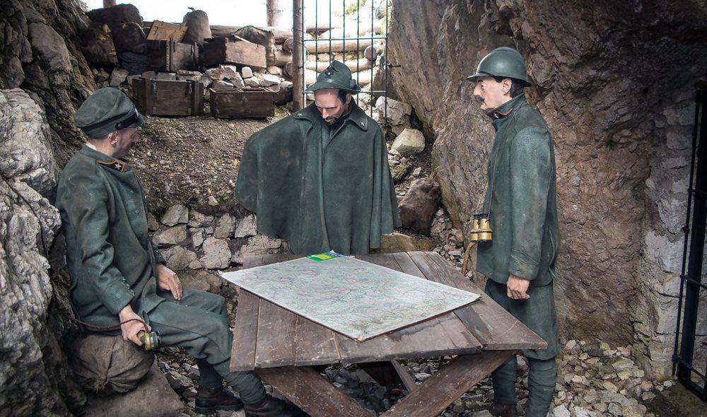 TROVERDIG: Tablåene ved Rifugio Scoiattoli levendegjør krigen som utspilte seg her.