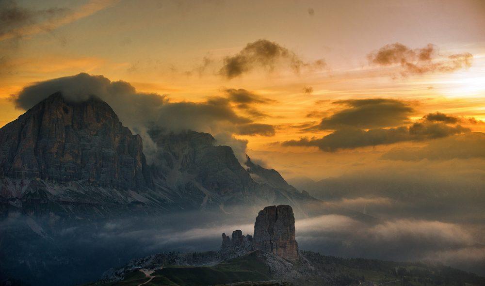 MAGISK: Soloppgangen over fjellene ved Cinque Torre er magisk.