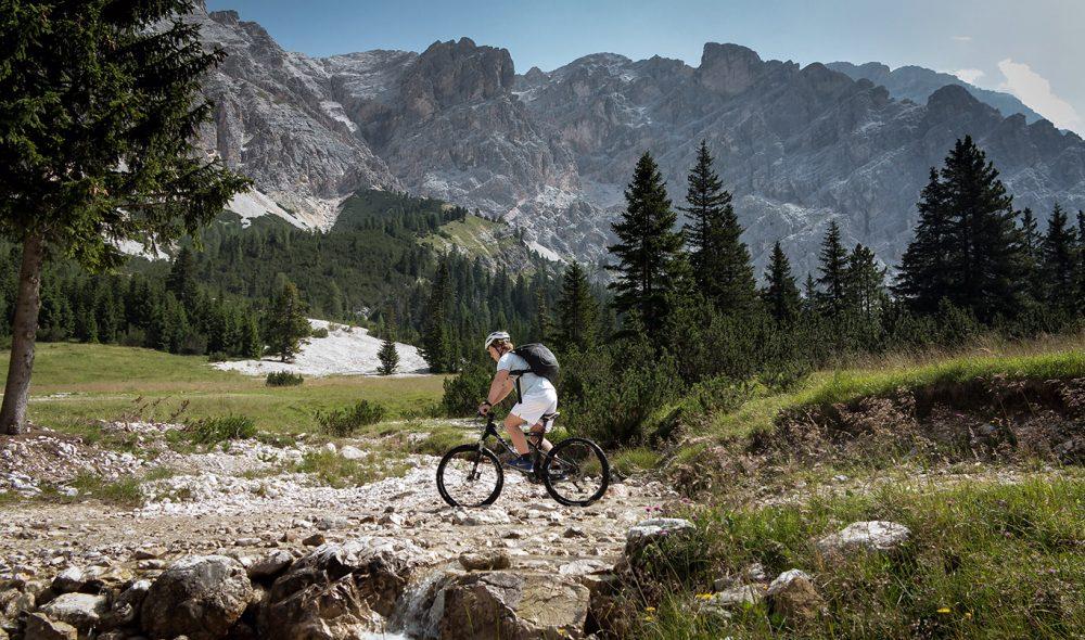 SYKKELELDORADO: Det er flust med gode stier både mellom og ned fjellene rundt Cortina, noe som gjør området ettertraktet blant sykkelentusiaster.