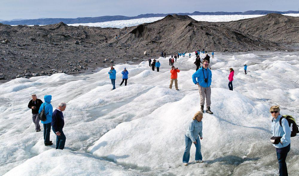 PÅ ISEN: Fra Kangerlussuaq innerst i Søndre Strømfjord er det relativt kort vei til kanten av den enorme iskappen på Grønland, som utgjør 80 prosent av landarealet.
