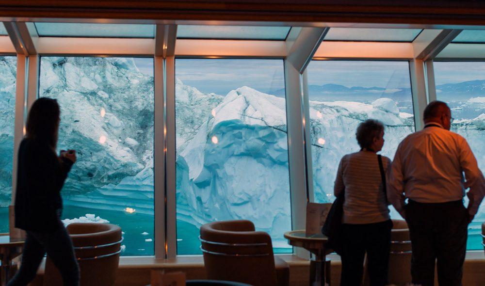 VAKRE ISFJELL: MS Fram passerer tusenvis av isfjell under toktet langs Grønlands vestkyst, ofte på veldig nært hold.