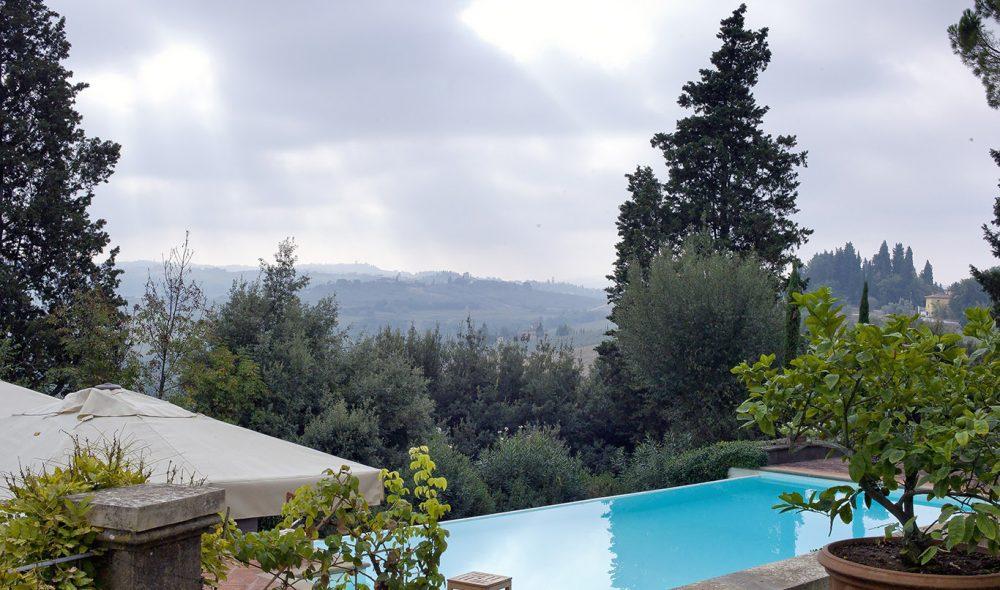 VED BASSENGKANTEN: Utsikten fra herregården Tenuta de Castiglioni er klassisk.