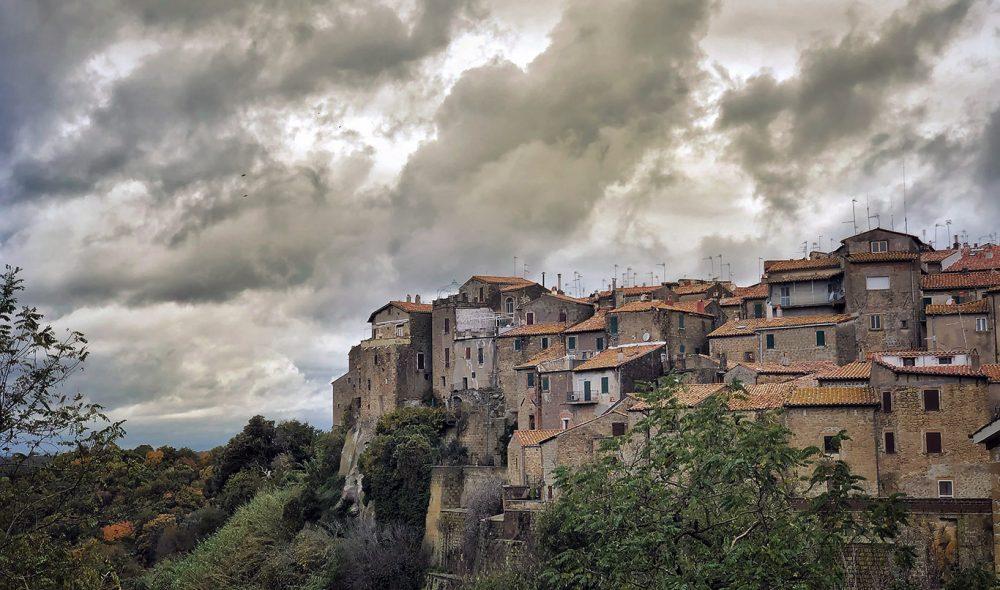 FARNESE: En litt mindre versjon av nabobyen Pitigliano, på andre siden av grensen til Toscana.