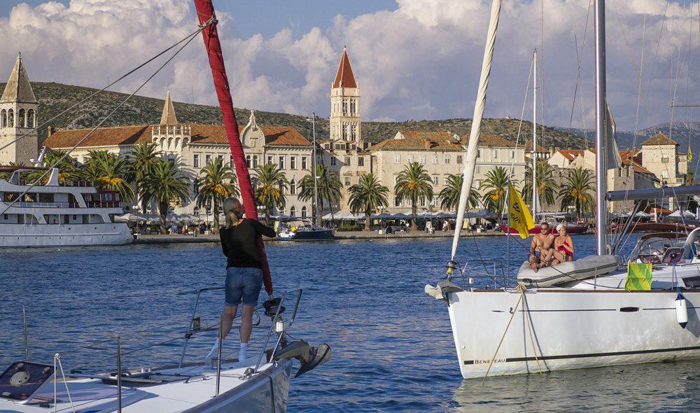 SEILINGSTID: Klart for avgang fra marinaen i Trogir.