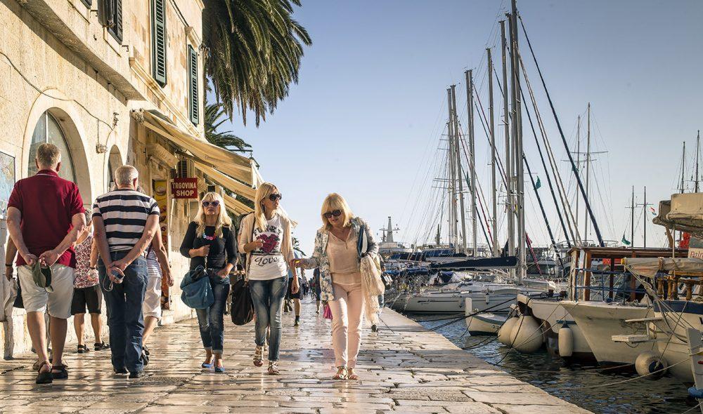 PARTYBY: Hvar er den mest populære havna ute på øyene.