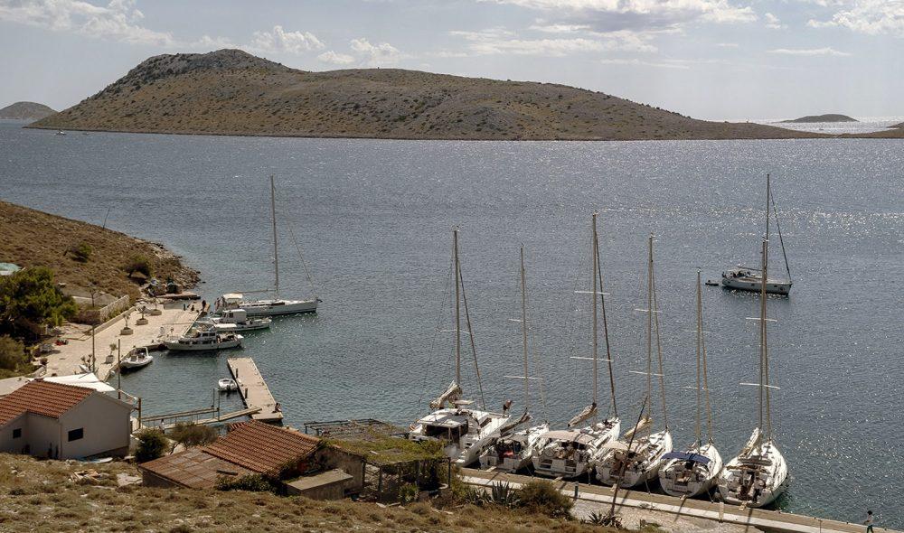 ŽUT: En stille havn på øya med samme navn.