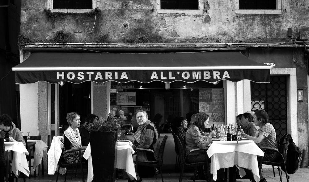 KAFELIV: Det finnes mange fine og lune spisesteder i smugene rundt de store piazzaene.