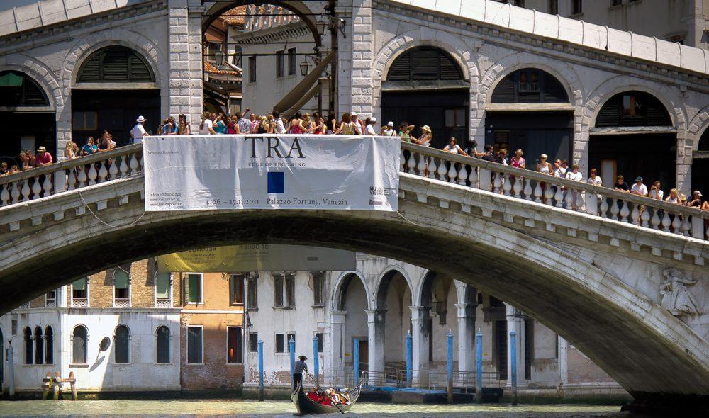 MIDTPUNKT: Rialto er den meste av Venezias nesten broer, som forbinder 117 små og store øyer.