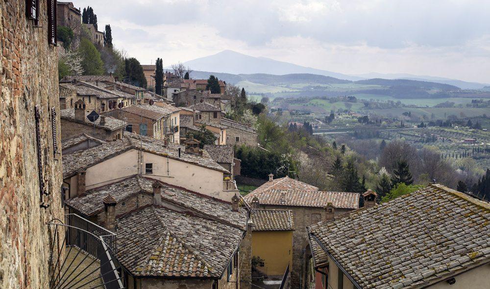 I SMUG: Byene i Toscana preges ofte av sine smale smug, som dette karakteristisk bratte i Cortona.