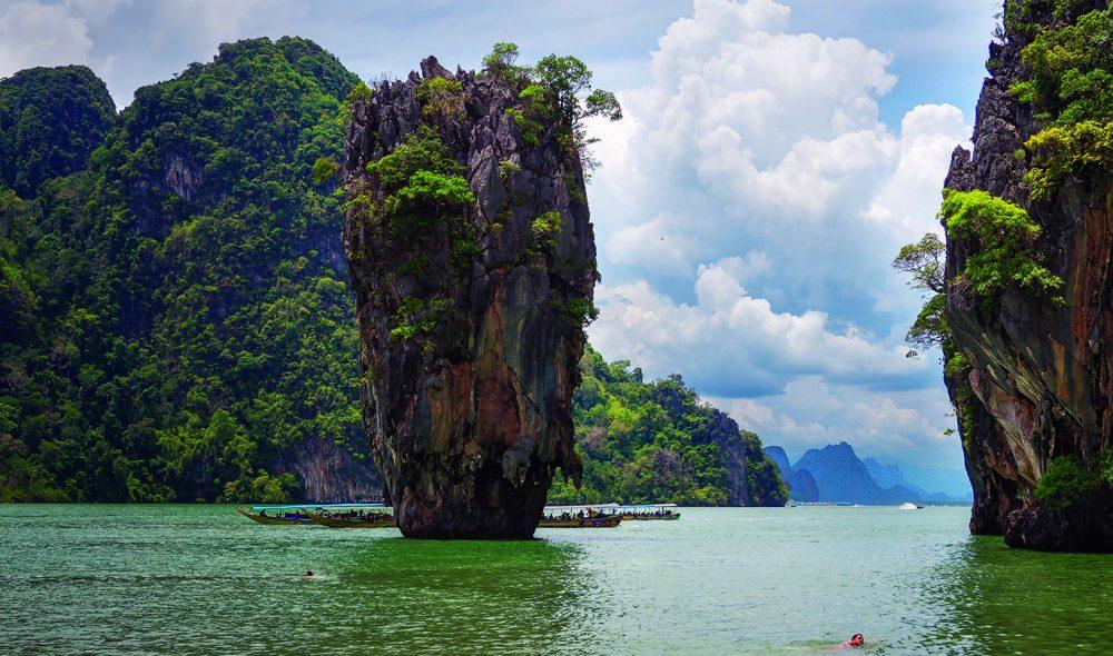 IØYNEFALLENDE: Ikonske Ko Ta Phu ved James Bond-øya er iøynefallende. Hele området der den befinner seg er nå skjermet som nasjonalpark.