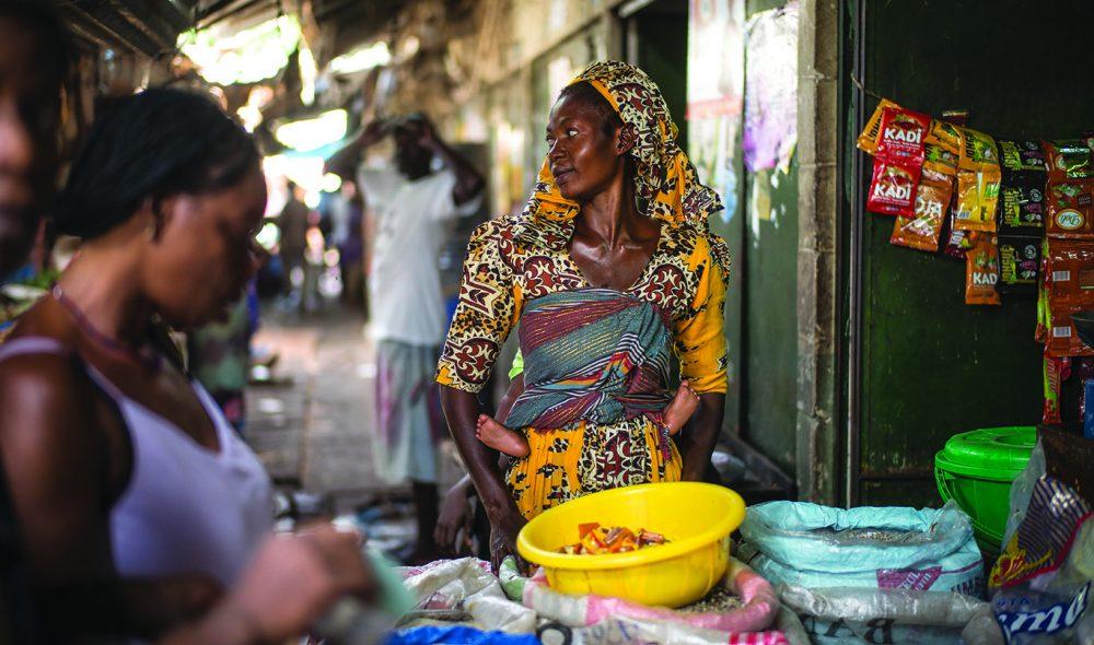 ALBERT: Det kjente markedet i hjertet av Banjul er et fargerikt syn, og et fint sted å handle suvenirer.