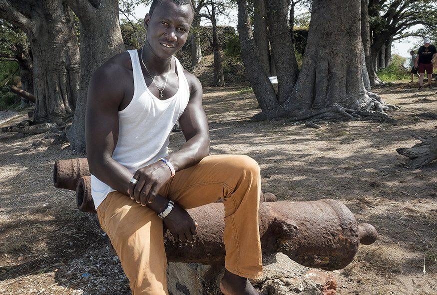 FORT: En ny generasjon etterkommere etter Kunta Kinteh lever på minnene av den brutale fortiden. Her på øya slavene i sin tid ble skipet ut fra.