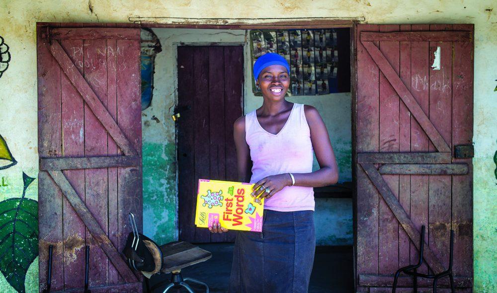 JUFFURE: I Kunta Kintehs landsby Juffure går livet fortsatt sin vante gang, også ved skolen der Manlasi Sanyong er lærer for vel hundre elever.