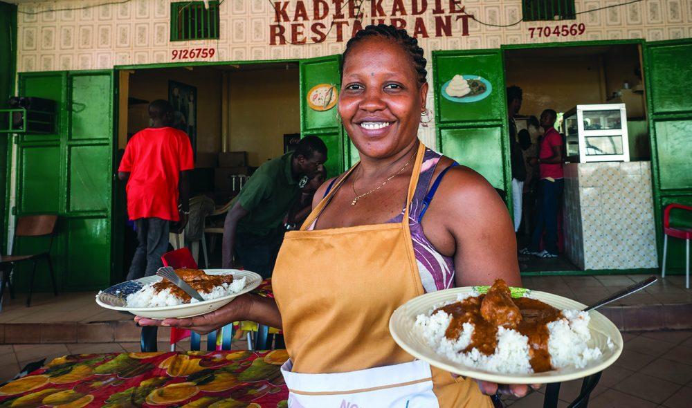 SMAKFULLT: Hos Sadie Sowe i Serrekunda får du hjemmelaget middag for under tieren.