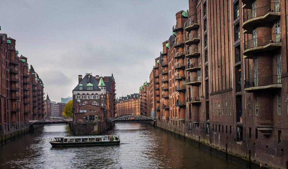 SPEICHERSTADT: Den karakteristiske pakkhusbyen midt i Hamburg er verdens største i sitt slag, nå beskyttet av UNESCO.