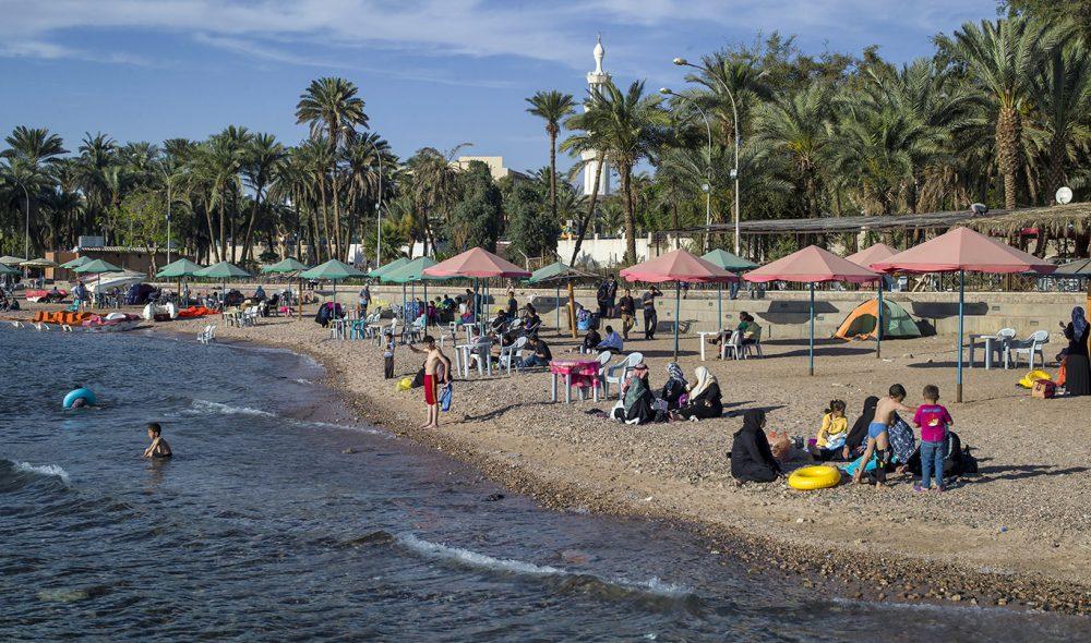 AKABA: Stranden i byen ved Rødehavet er et populært utfartssted også for Jordans innbyggere. Det er ikke uvanlig å ta en helgeutflukt hit fra hovedstaden Amman.