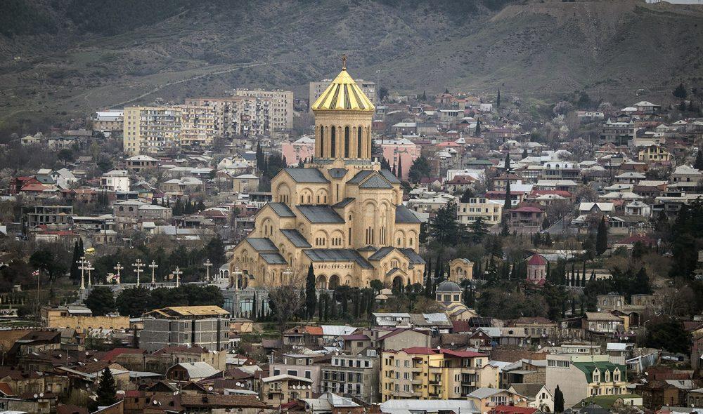 TBILISI: Arkitektonisk er hovedstaden Tbilisi en salig blanding av gammelt og nytt.