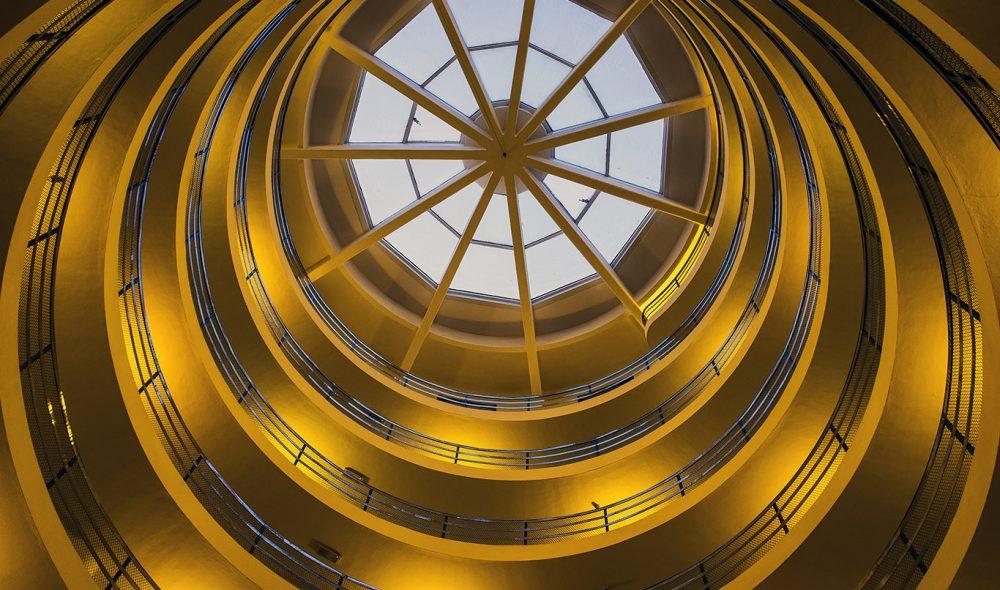 SPESIELL: Trappene som leder opp til rommene i Grand Hotel La Torre i Sauze d'Oulx  – en kopi av de tilsvarende to hotellene som Agnelli-familien bygde i Sestrie