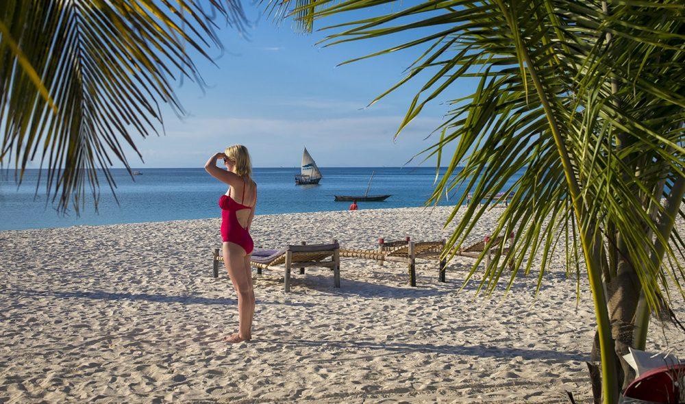 STRANDPARADIS: Det er god plass på stranda i Nungwi, som strekker seg kilometervis sørover fra nordspissen av Zanzibar.