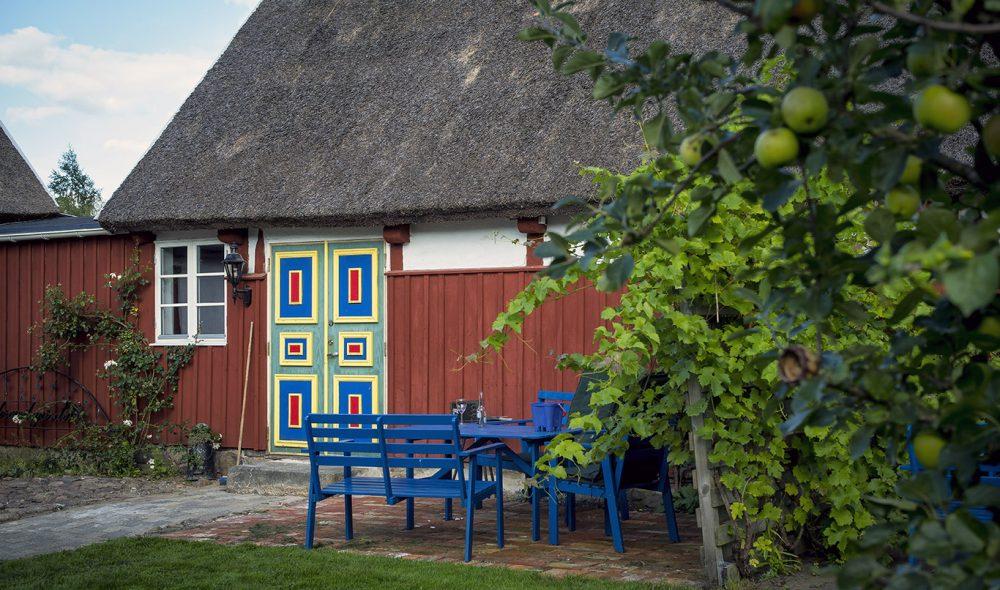 ARILD VINGÅRD: Sterke farger i det flere hundre år gamle husene.