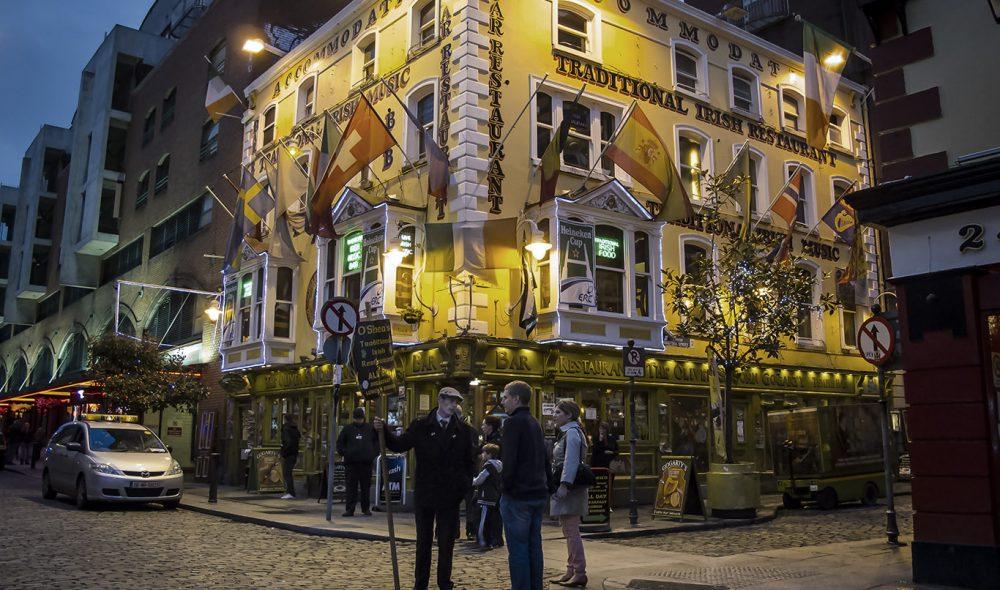TEMPLE BAR: Stille før stormen i Dublins mest kjente bardistrikt.