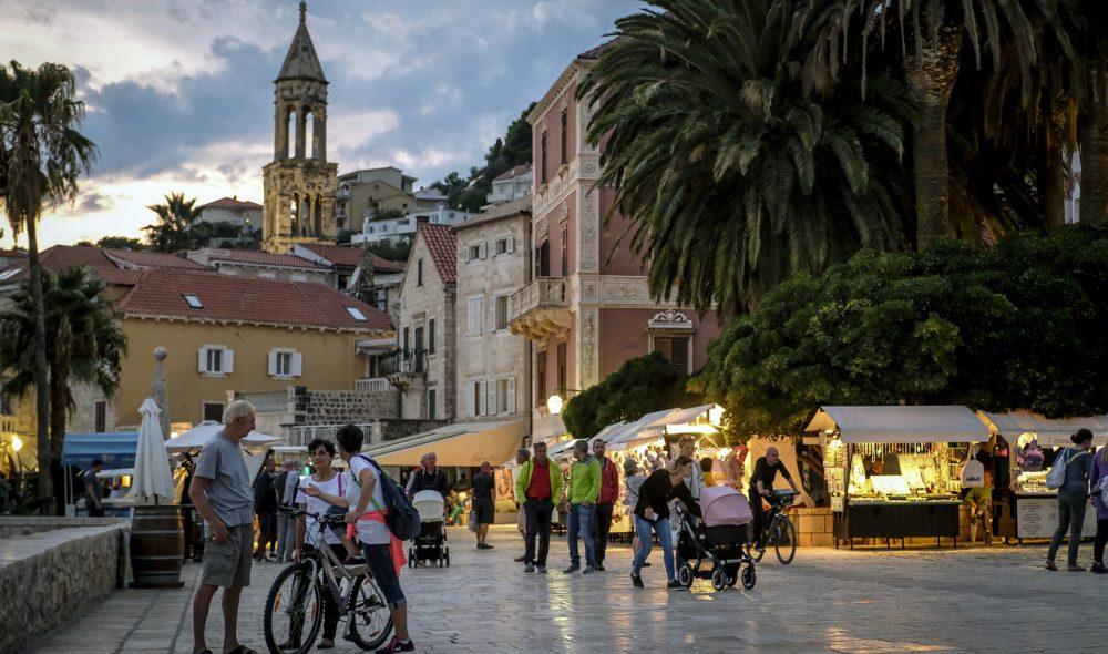 HVAR: En av Adriaterhavets mest internasjonale byer.