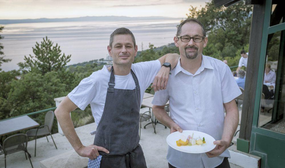 MATBRØDRE: Brødrene Mljenko (t.h.) og Vlado Čović driver Jeny sammen – et kulinarisk høydepunkt på Makarska-kysten.