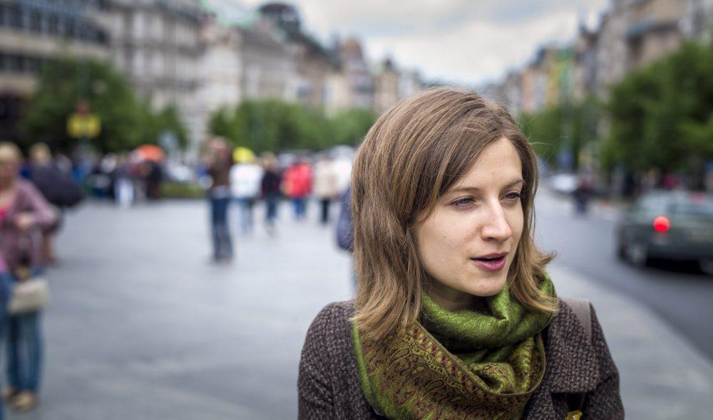KLESVANER: – Når du ser motebildet kan det virke som om tsjekkerne ikke helt har våknet av den kommunistiske dvalen, antyder Lucie Vokrouhlíková, som elsker å guide besøkende rundt i Prahas gater.